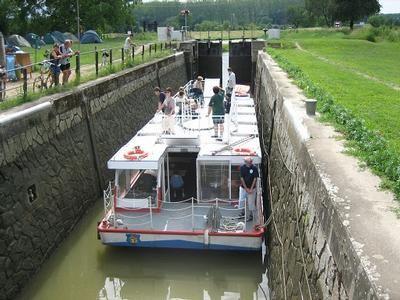 Baťov kanál plavebná komora